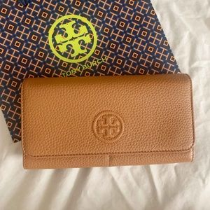 Tory Burc Envelope Continental Wallet